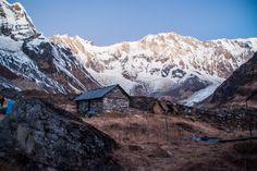 Un voyage au Népal peut être l'occasion de découvrir une autre culture, faire du rafting ou visiter une réserve naturelle… mais c'est surtout un pays reconnu pour ses treks au cœu…