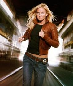 Frickin' awesome picure of Kelli Giddish, although this is a promo for Chase, the show she was in before SVU. So frickin' gorgeous!