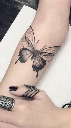 Inspire 200 photos of female tattoos on your arm - For . - Inspire 200 photos of female tattoos on your arm – For … – Animal tattoos – - Mini Tattoos, Body Art Tattoos, Small Tattoos, Real Tattoo, Arm Tattoo, Tattoo Papillon, Petit Tattoo, Tattoo Und Piercing, Neue Tattoos
