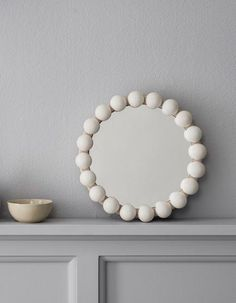 Pearl mirror Source by emilycmartin Rustic Bathroom Mirrors, Small Wall Mirrors, Mirrors For Sale, Art Deco Mirror, Diy Mirror, Diy Furniture Restoration, Beaded Mirror, Diy Clay, Cool Ideas