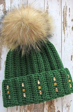 Beauty Free crochet hat patterns for beginners and image ideas for 2019 – Jesi Ñañez – Join in the world of pin Crochet Baby, Free Crochet, Ankle Jewelry, Crochet Winter, Ear Warmers, Needle And Thread, Hats For Women, Crochet Patterns, Hat Patterns