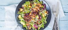 Een salade als hoofdgerecht hoeft niet saai te zijn: deze heerlijke kip teriyaki salade is vullend en staat binnen 30 minuten op tafel