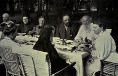 Предлагаем вашему вниманию рецепты из «Поваренной книги С.А. Толстой», жены классика русской литературыЛьва Толстого.Теперь любой гурман сможет приготовить блюдо из повседневного меню семьи Толстых…
