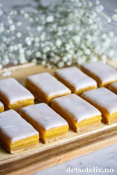 Lemon Bars (Sitronbarer) | Det søte liv Healthy Juice Recipes, Healthy Juices, Health And Fitness Expo, Lemon Bars, Ice Cube Trays, Cornbread, Food And Drink, Ethnic Recipes, Desserts