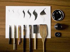 Técnicas de Caligrafía / Calligraphy Techniques Distintas herramientas y plumas con sus trazos resultantes