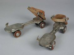 "I had a pair of these rollerskates / rolschaatsen, metalen wielen, merk ""HUDORA"", met sleutel My Childhood Memories, Childhood Toys, Sweet Memories, Good Old Times, The Good Old Days, Retro Vintage, My Youth, Antique Toys, Old Toys"