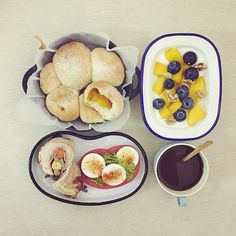 good morning tuesday :-O))) #goodmorning #morning #breakfast #yummy #goodfood #instafood #onthetable  #homemade #foodie #foodstagram #foodphoto #baking #bread #pumpink_bread #cheese_Vegetable_chicken_roll #honey_mango_blueberry_yogurt #朝食 #早餐