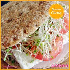 ¡Sándwich Saludable! Te compartimos la receta: Ingredientes: 2 rebanadas de pan integral ½ cucharita mayonesa o aguacate machacado, opcional 2 rebanadas pechuga pavo 3-4 rebanadas queso panela ½ tomate, en rodajas Germinado de alfalfa, al gusto Sal y pimienta, al gusto Elaboración1. Tostar el pan o. 2. Esparcir la mayonesa. Agregar la pechuga de pavo, queso panela, tomate y germinado de alfalfa. 3. Sazonar con sal y pimienta al gusto.