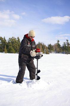 Choosing an Ice Auger Plus 10 Tips for Improved Performance Ice Fishing Sled, Ice Fishing Gear, Bass Fishing Shirts, Fishing Uk, Fishing Shop, Fishing Videos, Walleye Fishing, Fishing Girls, Carp Fishing