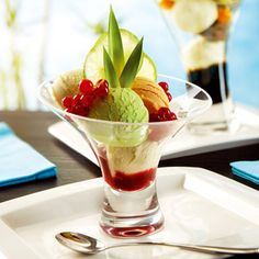The Jazzed Sundae Dishes Offer A Contemporary Option For Serving Cold Desserts And Ice Cream With Modern Heavyweight Base This Dessert Bowl Provides