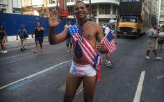 Folião se passa por sósia de Barack Obama no desfile do Bola Preta