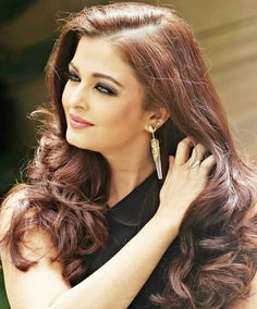 Aishwarya Rai is a talented artist and very popular among fans. Aishwarya Rai photo gallery with amazing pictures and wallpapers collection. Aishwarya Rai Hairstyle, Aishwarya Rai Young, Aishwarya Rai Photo, Aishwarya Rai Bachchan, Indian Celebrities, Bollywood Celebrities, Bollywood Actress, Most Beautiful Indian Actress, Most Beautiful Women