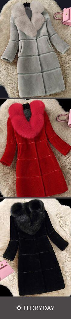 Long sleeve V-neck fur coats, elegant coats, comfy. Fur Fashion, Fashion Outfits, Womens Fashion, Coats For Women, Jackets For Women, Beautiful Outfits, Cute Outfits, Up Girl, Fur Coats
