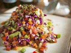 Salada rústica colorida | repolho, alface, tomate, cenoura, pepino, pimentão, salsão @dedodemoca #salada
