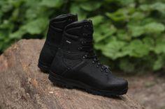 Treková celoročná obuv, masívne vyztuženie vrchových materiálov robí obuv tvrdú a odolnú, pre použitie v náročnom teréne a náročných klimatických podmienkach. http://www.armyoriginal.sk/1800/132799/kanady-celokozene-zasahove-gore-tex-bosp.html
