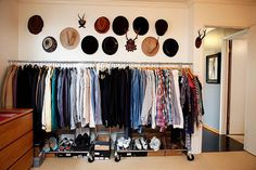If you're living the big city life, chances are you're working in a limited space and storage is a personal hell. Let's take a look at open closets that work in small spaces.