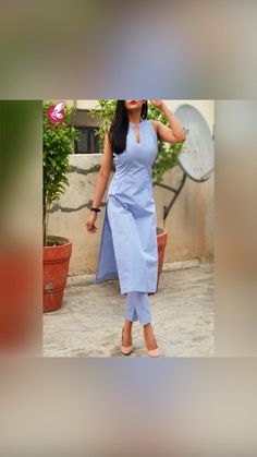 Silk Kurti Designs, Simple Kurta Designs, Kurta Designs Women, Kurti Designs Party Wear, New Dress Design Indian, Fancy Dress Design, Dress Indian Style, Fashion Show Dresses, Indian Fashion Dresses