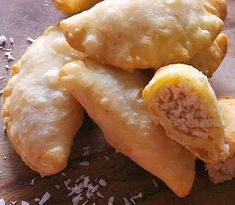 Puri made the South African way. This deep-fried Indian bread is a popular bread made in most Indian homes. Perfect accompaniement to any Indian curry. Indian Dessert Recipes, Indian Snacks, Sweets Recipes, Diwali Recipes, Indian Sweets, Indian Recipes, Cake Recipes, Snack Recipes, Indian Foods