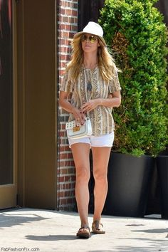 Style Watch: How celebrities wear white shorts for summer style?