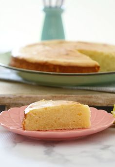 The most deliciously moist and tangy Sour Cream & Lemon Cake. Perfect served on it's own, or heated up with a dollop of cream. Lemon Recipes, Sweet Recipes, Baking Recipes, Cake Recipes, Dessert Recipes, Baking Hacks, Sweets Cake, Cupcake Cakes, Cupcakes
