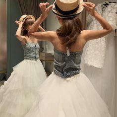 フォトウエディングをして3カ月。 懐かしいと思いつつ 写真選びに時間もかかりで アルバムいつくるのかなーって 待ち遠しいやつ! これは試着の時のお気に入りオフショット! 何となくあげてみた、、笑 時間たつの早いねー #ungrid #denim #wedding @thesweetcloset #セパレートドレス #デニムビスチェ #maisondereefer #hat #フォトウエディング