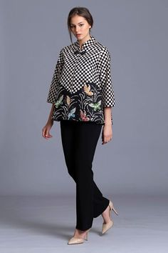 Batik kombinasi Blouse Batik Modern, Batik Blazer, Batik Fashion, Hijab Fashion, Fashion Dresses, Blouse Models, Batik Kebaya, Batik Dress, Dress Tutorials