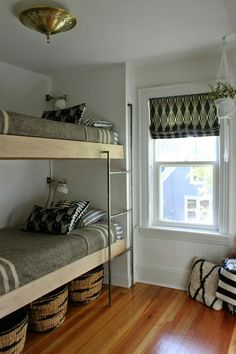 Love these bunk beds: modern jane: Bunk Room Reveal. Bunk Bed Rooms, Bunk Beds Built In, Modern Bunk Beds, Cool Bunk Beds, Bunk Beds With Stairs, Kids Bunk Beds, Boys Bedroom Ideas With Bunk Beds, Adult Bunk Beds, Twin Bunk Beds