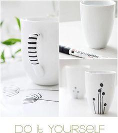Acabe com a monotonia de uma caneca branca personalizando de acordo com seu estilo com caneta própria para porcelana.