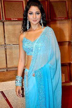 Jennifer Winget in blue Beautiful Bollywood Actress, Most Beautiful Indian Actress, Bollywood Heroine, Kajal Agarwal Saree, Cotton Saree Blouse, Punjabi Girls, Sari Dress, Saree Models, Jennifer Winget