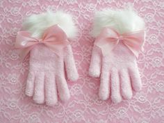 Kawaii Cute Sweet Lolita Hime Gyaru Gal Princess Pink Girly Christmas Gloves With White Faux(Fake) Fur Trim And Satin Bow