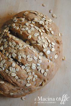 Pane naturale di grano duro e segale con fiocchi d'avena - Natural wheat and rye bread with oat flakes
