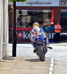 Motorcycle Racers, Suzuki Motorcycle, Racing Motorcycles, Guy Martin, Classy Cars, Isle Of Man, Road Racing, Guys, Kareena Kapoor
