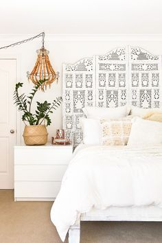 Love this boho neutral bedroom with those awesome textures