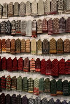 """Knitting Patterns combine artssake: """"Latvian Mittens """" — look at those lovely color combinations! Crochet Mittens, Mittens Pattern, Knitted Gloves, Knit Crochet, Knitting Designs, Knitting Projects, Knitting Patterns, Fair Isle Knitting, Hand Knitting"""