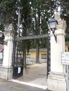 Puerta de acceso al Cementerio San José de Cabra (Córdoba)