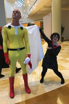 """This Cosplayer Dressed As Edna From """"The Incredibles"""" And People Are Obsessed"""