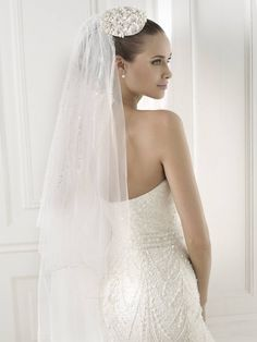 Pronovias 2018 / The wisdom and skill of expert seamstresses transform fine fabrics into haute couture designs. These wedding dresses are pure magic. Pronovias has designed a collection to enchant not only romantic, classic brides, but also modern.