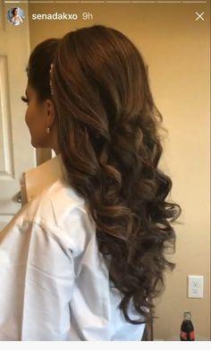 Hermosos peinados - My list of womens hair styles Quince Hairstyles, Bride Hairstyles, Pretty Hairstyles, Wedding Hair And Makeup, Bridal Hair, Hair Makeup, Wedding Beauty, Bridesmaid Hair, Prom Hair