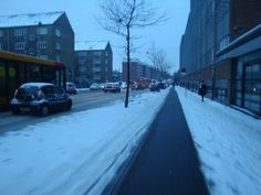 Cycle lanes are cleared from snow FIRST - København winter cycling 2014