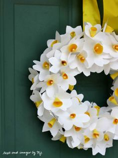 Make a paper daffodil wreath for St. David of Wales Day (March Daffodils are the national flower of Wales and St. David is the patron saint of Wales. It is customary to wear and decorate with daffodils on his day in Wales. Paper Flower Wreaths, Paper Flowers Diy, Easter Wreaths, Flower Crafts, Diy Paper, Tissue Paper, Spring Wreaths, Floral Wreaths, Summer Wreath