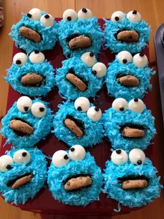 """Cookie Monster Cupcakes!  Soooooo cute!  I really want to make these for Wyatt's birthday!  I think they're perfect for a """"First Birthday Party""""!"""