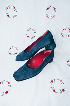 Perfect blue suede shoes: Vintage stack pumps with a teardrop shaped heel, and a squared-off tip. These shoes are a rare find. Vintage from the Blue Suede Shoes, Pumps, Heels, Flats, Vintage, Shopping, Fashion, Loafers & Slip Ons, Moda