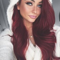 """Hark the herald angels sing❣️ @flukeofmakeup looks cute & cozy in her custom toned  340g 22"""" #33 Vibrant Red Boogatti ✨ Use code •flukeofmakeup• to save  #bellamihair"""