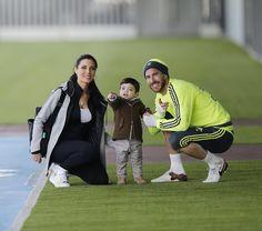SergioRamosVisita muy especial en el entrenamiento de hoy. / A very special visit. #pasiónpormifamilia