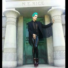 That outfit is beautiful. Jeffree Star always has wonderful outfits.