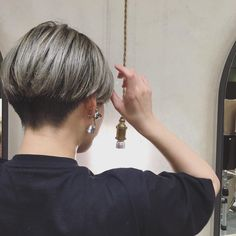 髪色腐ってきた( ˊᵕˋ ). . . . . .… Short Hair Tomboy, Short Thin Hair, Short Hair Cuts, Short Pixie, Pixie Cut, Short Wedge Hairstyles, Tomboy Hairstyles, Pixie Hairstyles, Cut My Hair