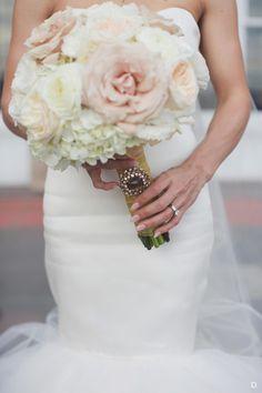 White and Champagne Bridal Bouquet Floral Style, Floral Design, Flower Boxes, Flowers, Pastel Bouquet, Floral Photography, Floral Arrangements, White Bouquets, Bridal