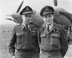A RCAF pilot and navigator photographed in front of a Mosquito, 1944
