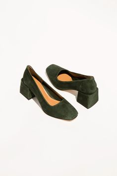 Villa love this deep, dark, rich, moss green suede chunky blocked mid-heel.