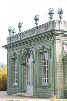 Via Janelle McCulloch's blog: Library of Design- now that is an over the top garden structure-gorgeous...